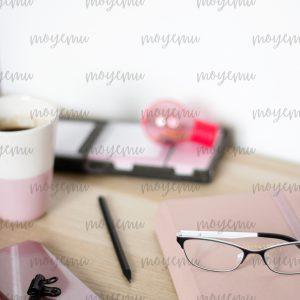 Girly Pink Workspace 07 | Bank zdjęć Moyemu - zdjęcia dla Twojego bloga i biznesu